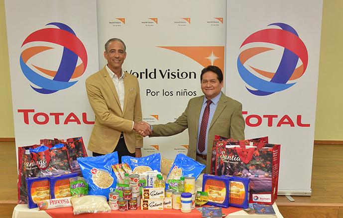 TOTAL dona canastas de navidad para niños de la fundación World Vision