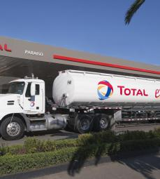 Camión de combustibles Total